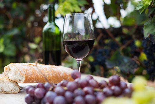 Ein Glas Rioja Rotwein